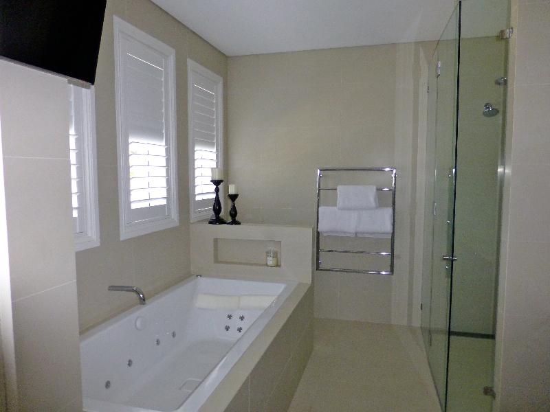 Bathroom 275