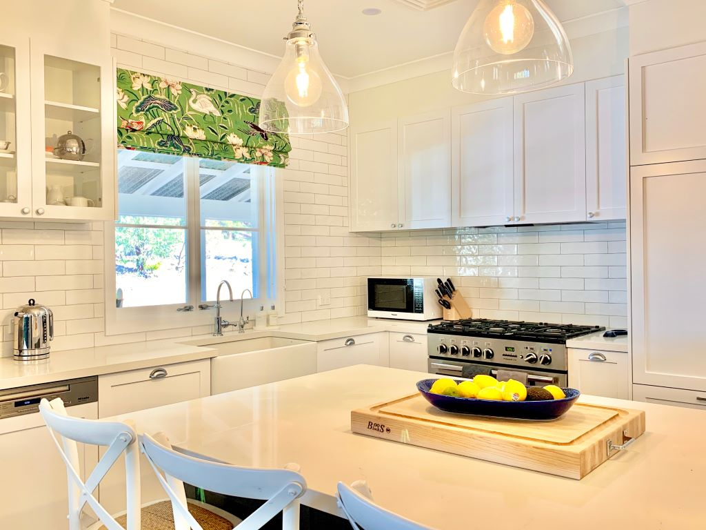 Classic Style Kitchen with Roman Blind