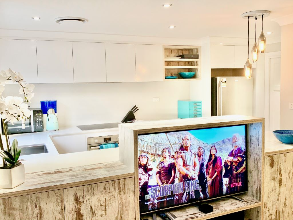 Coastal Kitchen with Rear Feature Cabinet
