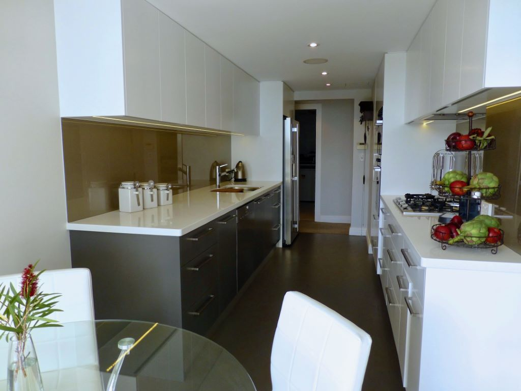 Modern Compact Eat-in Kitchen