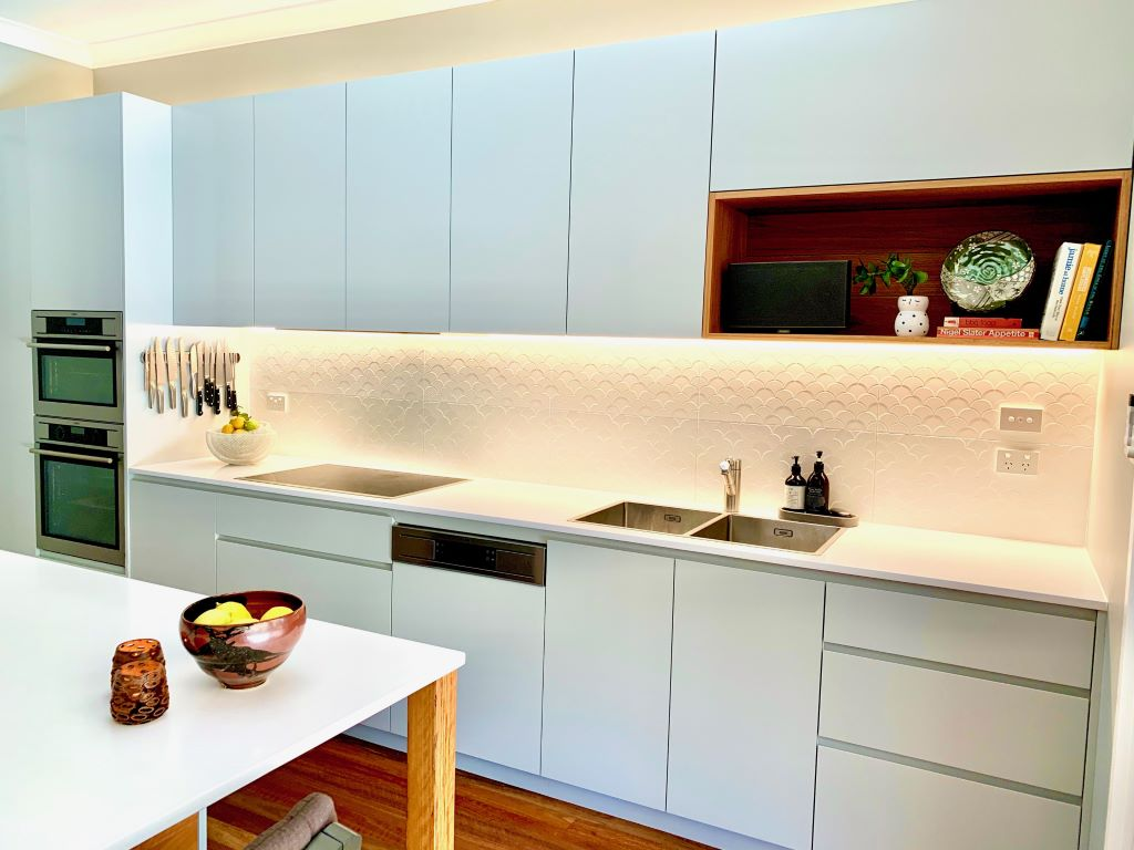 Modern Pale Grey Kitchen with Sharknose Handles