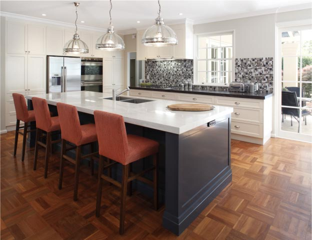 Large Hamptons Style Kitchen with Bar Stools